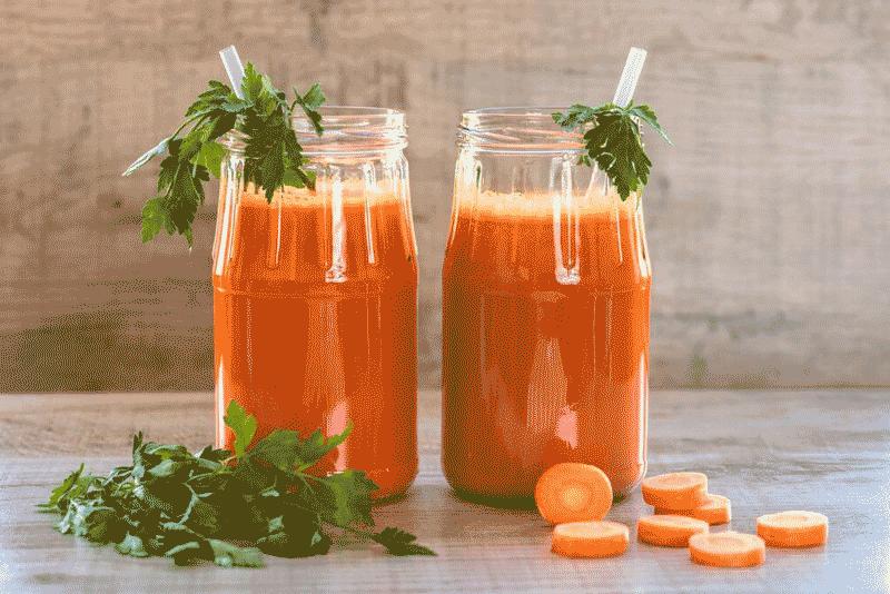 Морковный сок-первый прикорм для грудничка